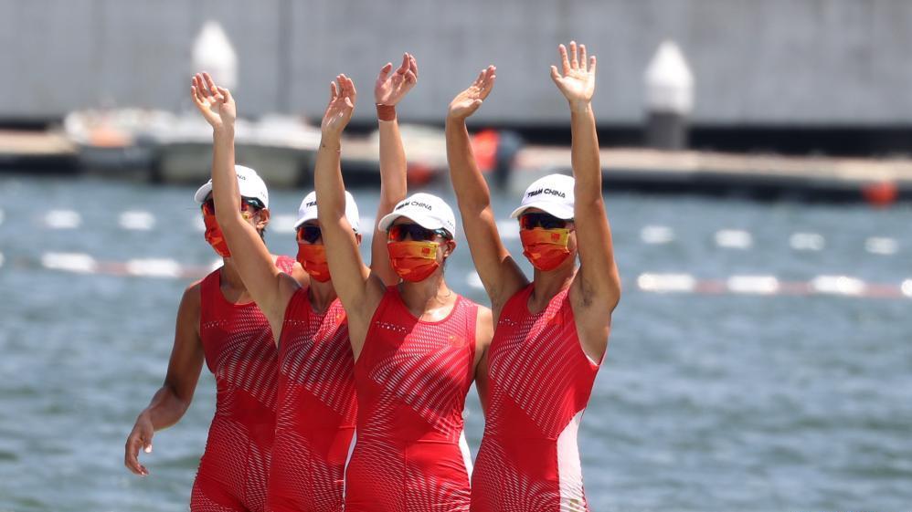 女子赛艇四人双桨:中国队夺得冠军