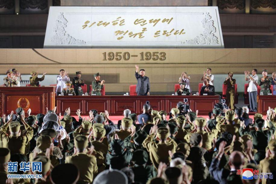 这张朝中社7月28日提供的图片显示,朝鲜劳动党总书记金正恩27日出席朝鲜第七次全国参战老兵大会。据朝中社28日报道,朝鲜第七次全国参战老兵大会27日在平壤举行,朝鲜劳动党总书记金正恩在致辞中高度赞扬了参战老兵在20世纪50年代为保卫和建设祖国所做出的不朽贡献。新华社/朝中社