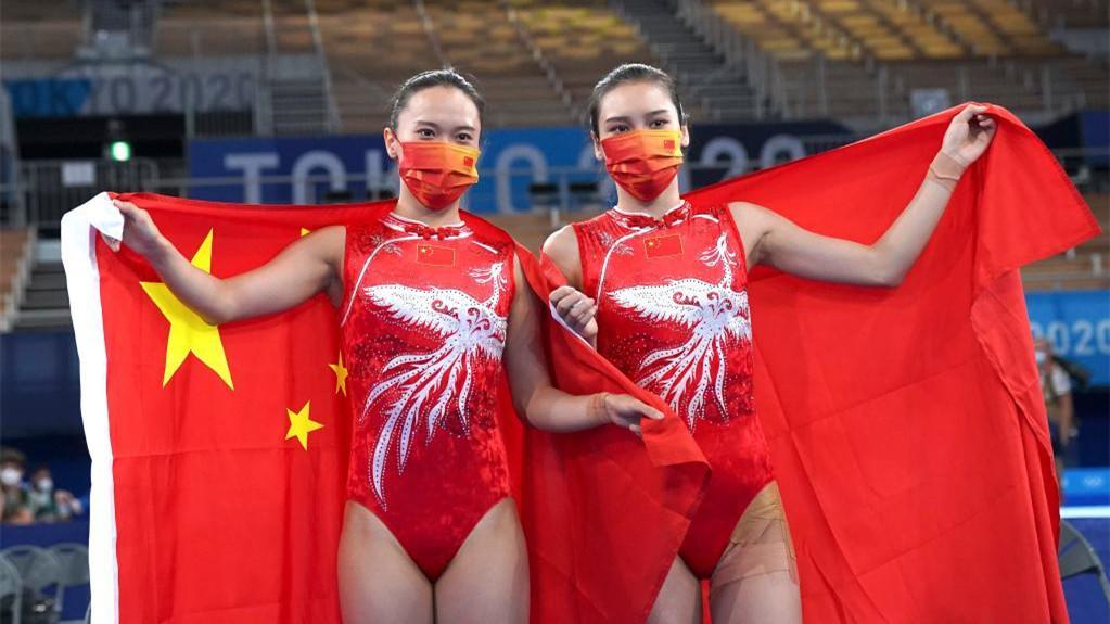 女子蹦床决赛:中国选手包揽冠亚军