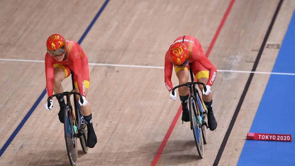 场地自行车女子团体竞速赛:中国队夺冠