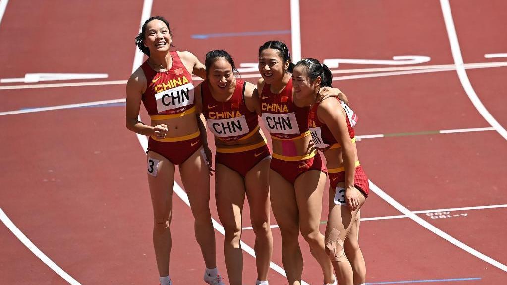 女子4x100米接力:中国队晋级决赛