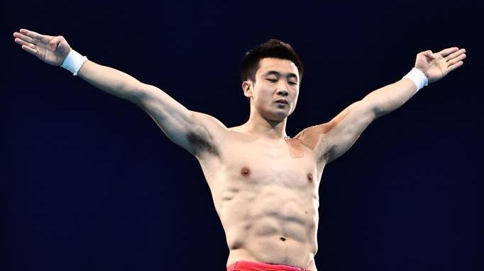 跳水男子10米跳台决赛:中国选手包揽冠亚军