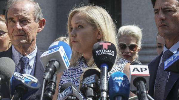 外媒:英國安德魯王子被控性侵少女