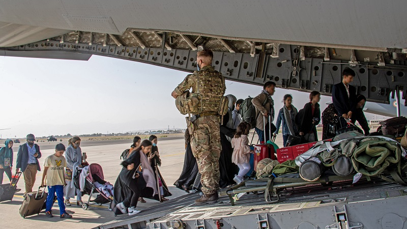 """西方国家加速阿富汗撤离行动 美仰赖塔利班提供""""安全通道"""""""