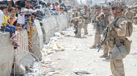 """拜登坦承喀布尔撤离""""史上最难"""" 美媒:美国就像""""可怜无助的巨人"""""""