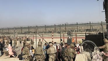 """外媒关注:美因""""安全威胁""""关闭喀布尔机场"""