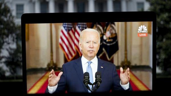这张8月31日拍摄的屏幕显示的是美国总统拜登在华盛顿白宫发表讲话。新华社记者 刘杰 摄