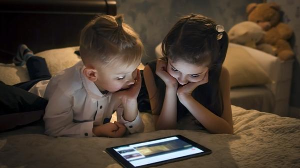 中国网游新规引美国家长共鸣:能来管管我的孩子吗?