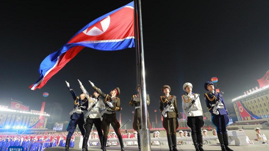 朝鲜举行民间及安全武装力量阅兵式庆祝国庆73周年
