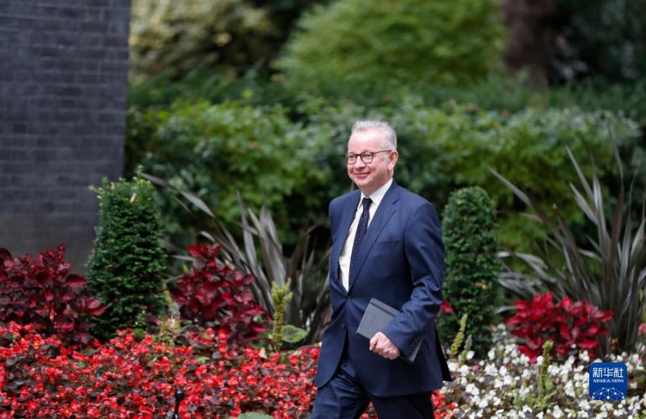 9月15日,新任命的住房大臣戈夫抵达英国伦敦的唐宁街10号首相府。英国首相约翰逊15日宣布改组内阁,外交、司法、教育和住房大臣等多个职位被调整。新华社记者 韩岩 摄
