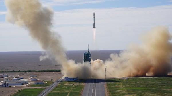 外媒聚焦:中国空间站首批航天员启程回家