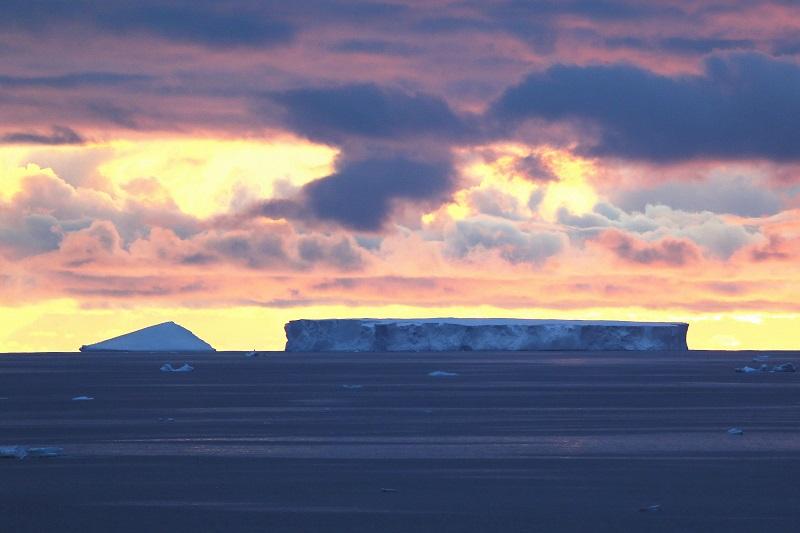 美媒:南极臭氧洞面积已超过南极洲