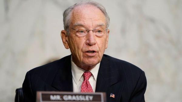 美媒称美政坛老龄化问题严重:88岁议员还要竞选连任