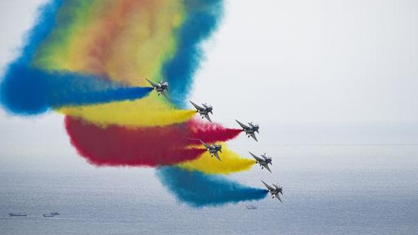 媒体关注:珠海航展大秀中国航空实力