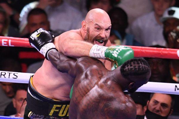 """""""英美拳王""""大战:美国重量级拳手卫冕WBC世界冠军"""