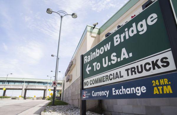 美媒:美国下月重新开放南北边境