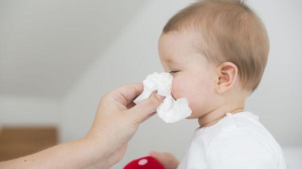 美媒揭秘:擤鼻涕时为啥会飙泪?