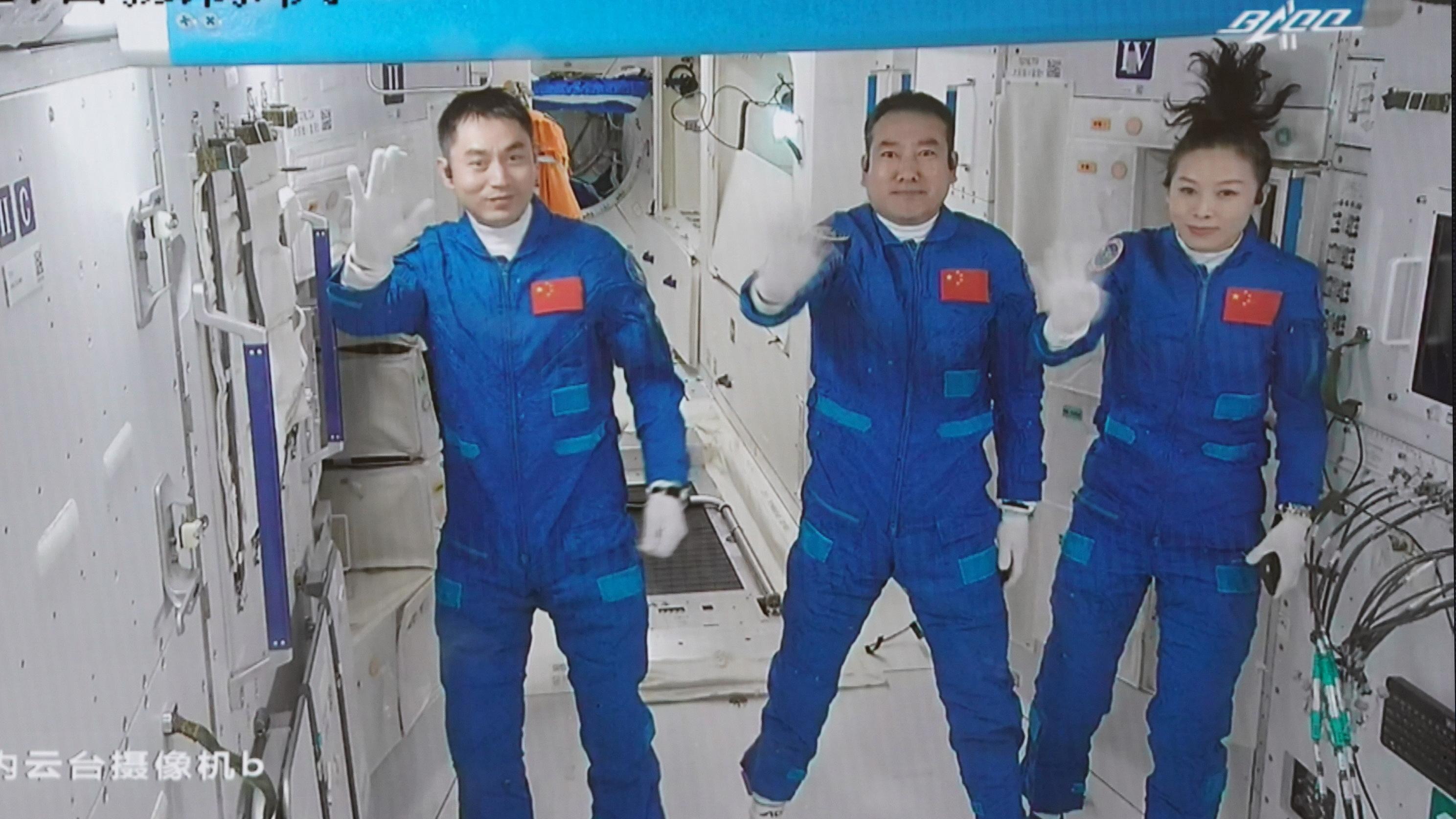 """外媒关注:""""神舟十三""""成中国航天新里程碑"""