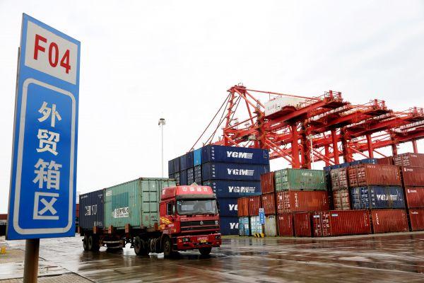 """法媒报道:世界对中国集装箱""""依赖程度惊人"""""""