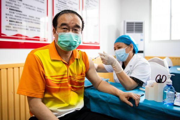 关于大陆疫苗,台当局还在嘴硬!岛内网友:自打脸打到好肿