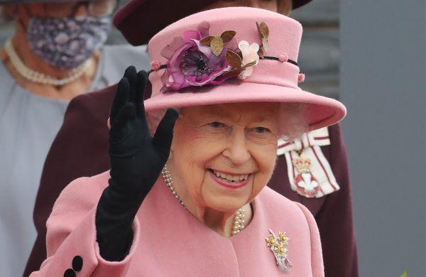 """外媒:英国女王谢绝""""年度老人奖"""""""