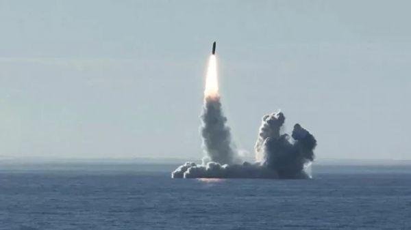 """美媒:俄海军新型核潜艇试射""""布拉瓦""""弹道导弹"""
