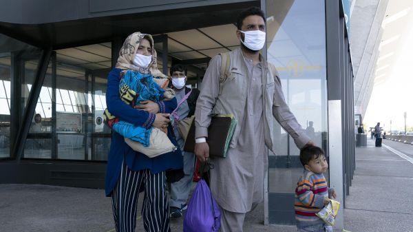 美军撤离阿富汗已近两个月,仍有逾5.3万人在等待签证