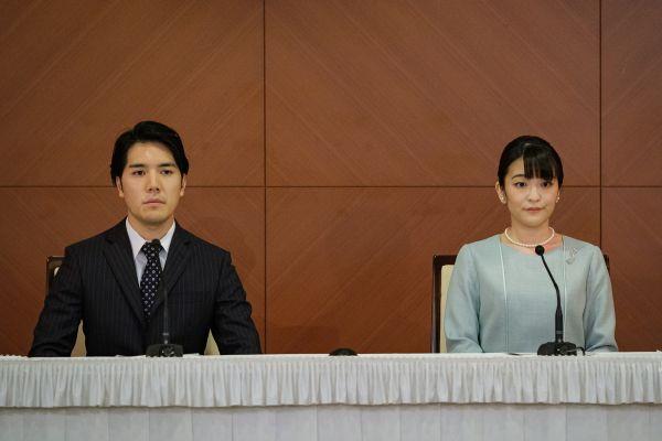 日本真子公主登记结婚后出席记者会 丈夫表达爱意